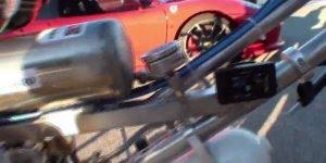 Bicicleta x Ferrari, quem você acha que ganha nessa competição?