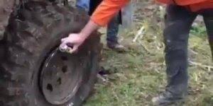 Enchendo pneu com WD-40, a forma mais rápida para seguir viagem!