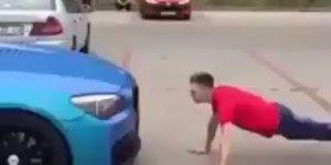 Fazendo flexão com o carro, quem quer um companheiro desse para treinar?