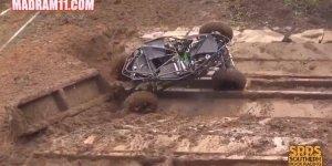 Gaiola subindo morro ingrime na lama, olha só a força deste carro!!!
