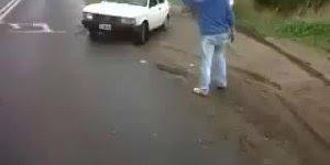 O que fazer quando sua caminhonete atolar? Veja no video a resposta!