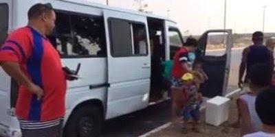 Quantas pessoas cabem em uma van, alguém sabe? Essa cabe o dobro hahaha!