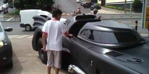 Replica do carro do Batman, muito lindo, perfeito em todos os detalhes!!