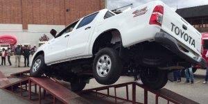 Teste com a caminhonete Hilux da Toyota, suspensão boa, sim ou com certeza?
