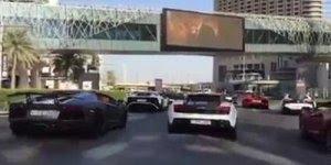 Transito em Dubai, parece até que é mentira, confira e compartilhe!