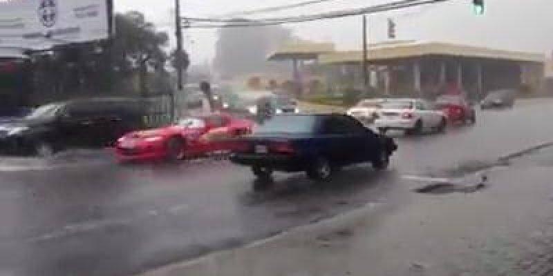 Veja esse Relâmpago em uma tarde de muita chuva, fantástico!