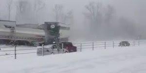 Veja este vídeo com acidente e vários carros e caminhões na neve!!