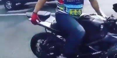 Acidente de moto voltando em câmera lenta, veja como ficou!