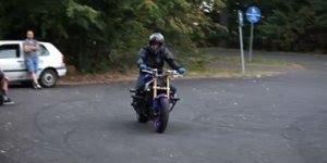 Esse homem fez a moto chorar com suas brincadeiras, confira!