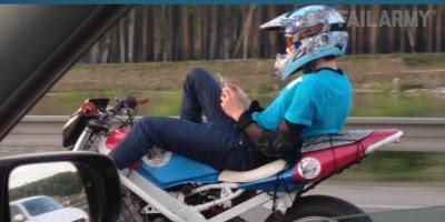 Motoqueiros fazendo lambanças, alguns são bem loucos, confira!