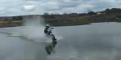 Nordestino consegue andar de moto sobre as águas, impressionante!