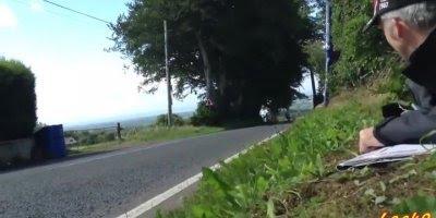 Olha a velocidade dessas motos, o que é isso hein, que adrenalina!