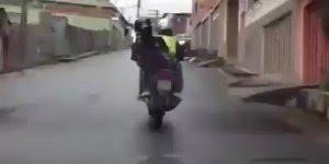 Se beber, não pegue carona de moto, para dar muita risada kkk!!!