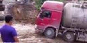Acidentes envolvendo caminhões bizarros, você vai rir hahaha!