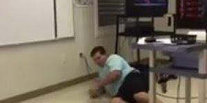Homem consegue pular obstáculos, mas rompe buraco no chão!