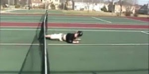 Os tombos mais engraçados nos jogos de tênis caseiros, kkk!!!