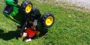 Tratores grande e pequenos fazendo lambanças, para rir e compartilhar!