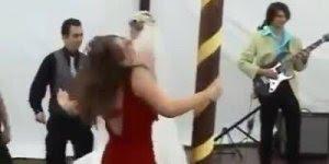 Veja o que acontece quando convidam periguetes para festa de casamento!