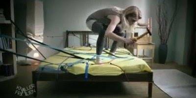 A briga de colocar um lençol com elástico na cama, quem nunca?