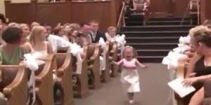Dama de Honra entra correndo e chorando na igreja, para rir e compartilhar!