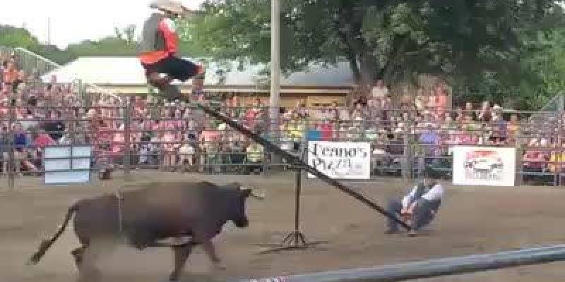 Gangorra da morte, veja o que eles inventaram para radicalizar em uma tourada!