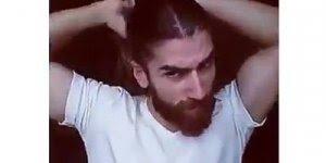 Homem que é homem faz coque de cabelo assim, confira kkk!