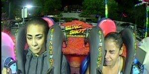 Mulher andando em parque de diversão e quase morre de tanto medo, kkk!!!
