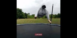 Pulando no pula pula com estilo, só que terminou mal hahaha!