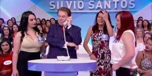 Silvio Santos conversando com mãe de participante, para dar muitas risadas!