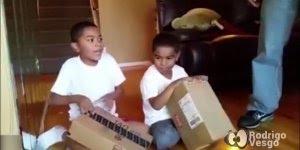 Pai faz brincadeira com os filhos e as crianças não reagem bem!