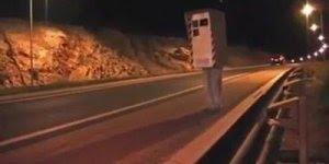 Pegadinha do radar, basta um Flash para o motorista diminuir a velocidade!