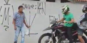 Pegadinha dos motoqueiros pedindo informação, imagina o susto rsrs!