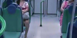 Pegadinha dos Zumbis no Metrô, imagina o medo... O que você faria?