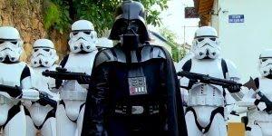 Pegadinha em auto estilo Star Wars amei! Muito bem feito, perfeita!!!