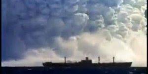Veja que imagens incríveis desta explosão!!! O mar engole o navio!!!