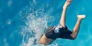 Piada do louco que pulou na piscina para salvar o outro louco kkk!