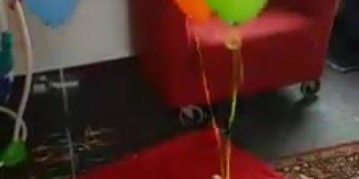Bebê brincando com balões - Quanta fofura em 15 segundos!
