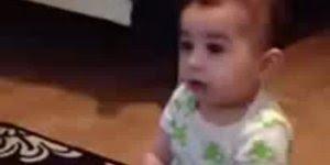 Bebê dançando Gangnam Style, muito fofo compartilhe com seus amigos!