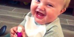 Bebê dando risada, ele vai conseguir te fazer rir com ele, confira!