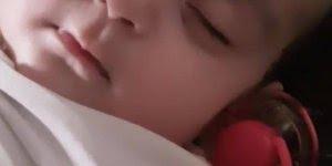 Bebê dormindo tranquilamente, não existe nada mais sereno que esta imagem!!!