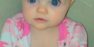 Bebê fofo dos olhos azuis, que coisa mais linda, confira!
