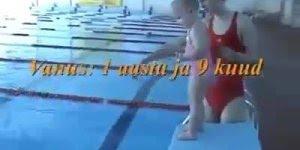 Bebê nadando, olha que cenas mais lindas e impressionantes!!!