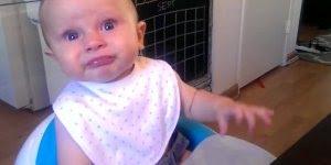 Bebês comendo alimentos nada agradáveis para o paladar, confira!