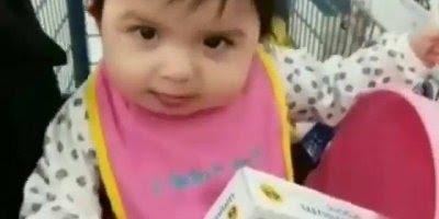 Bebês fazendo coisas engraçadas, tem como não rir com eles?