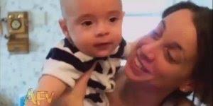 Bebês sendo fofos e engraçados, compartilhe com seus amigos do Facebook!