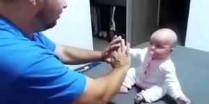 Coisas engraçadas que só os bebês podem fazer, para rir e compartilhar!