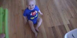 Existe risada mais gostosa do que de bebê? Muito fofo, confira!