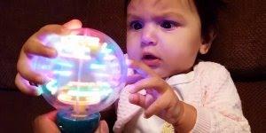 Imagens de bebês fazendo coisas fofas, impossível não se encantar!