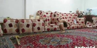Inacreditável!!! Essa neném deve ser filha dos artistas dos Cirque du Soleil!!!