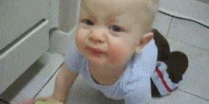 Reação de bebê experimentando limão, olha só a careta dele!!!